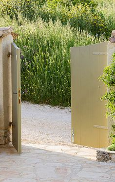 wooden gate with 2 posts for truck gate