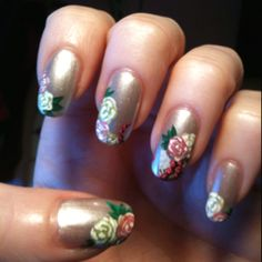 Simple roses on Del Sol lustruos lady... This polish changes color in sunlight! This is how it looks indoor.