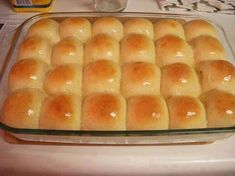 Great for  Easy Big Fat Yeast Rolls 1 cup warm water 1 pkg active dry yeast ¼ cup sugar… 1 tsp salt 3 tbls softend butter (or non-dairy equivalent) 1 egg, beaten 3 cups flour Method Put water and yeast in large mixing bowl and add next. Homemade Dinner Rolls, Dinner Rolls Recipe, Roll Recipe, Recipe Key, White House Rolls Recipe, Home Made Rolls Recipe, Quick Dinner Rolls, No Yeast Dinner Rolls, Dinner Recipes