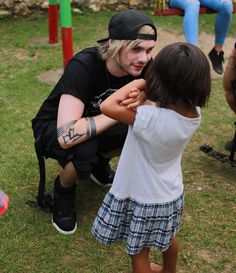 Michael Clifford at the Bali Life Foundation Mike Clifford, Michael Clifford, 5sos Michael, Punk Boy, 5sos Pictures, Solo Pics, Ashton Irwin, Perrie Edwards, Calum Hood