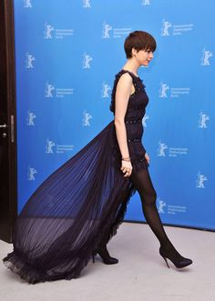 Anne+Hathaway+Chanel+Les+Miserables+Photocall+Berlin+5.jpg (500×703)