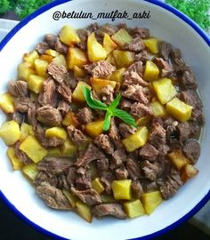 This wonderful flavor, which only arises with 3 ingredients, is an indispensable dinner in … Turkish Recipes, Ethnic Recipes, Turkish Delight, Wedding Dinner, Iftar, 3 Ingredients, Kfc, Pot Roast, Meat Recipes