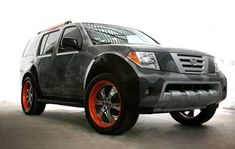 Nissan Pathfinder, customised by Marc Ecko: front-side view.