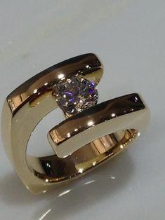 Gold Jewelry, Jewelry Rings, Jewelry Accessories, Fine Jewelry, Jewelry Watches, Round Diamond Engagement Rings, Designer Engagement Rings, Bijoux Design, Jewelry Design