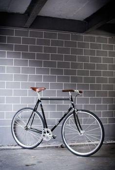 Fully custom F5 Pista #webuildweride #black #chrome