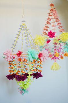 diy chandelier crystal Paper Chandelier, Flower Chandelier, Flower Lampshade, Mobiles, Diy And Crafts, Crafts For Kids, Arts And Crafts, Diy Paper, Paper Crafts