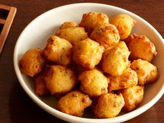 Hushpuppies... Had these at a restaurant and i love them! Need to try this recipe.