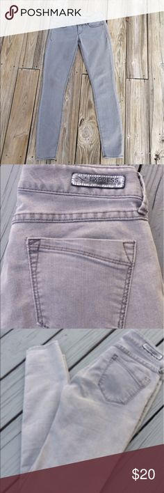 Express gray jeans legging Zeida Slim fit 2R Express faded wash light gray mid rise jeans legging Zeida Slim fit  2R Excellent Condition Express Jeans Skinny
