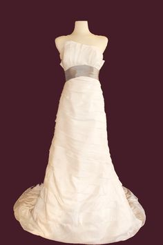 Unique Convertible Wedding Dress, such a cool idea that you can make it shorter for the reception!