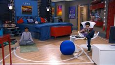 Luke's Room with Trampoline Bed TV Show Jessie (2)