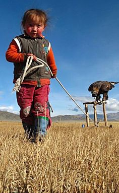 Eagle Hunter in Training. Mongolia They do not hunt eagles, the train the eagles to hunt for them. Tibet, Mongolia, Bird People, Central Asia, World Cultures, Beautiful Children, Little People, People Around The World, Animals For Kids