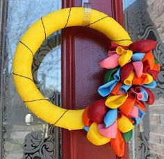 Great wreath idea for one of the kiddos' bday parties! :)