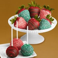 65 Unique Ideas for Bridal Shower Snack - VIs-Wed Strawberry Cake Pops, Chocolate Covered Strawberries, Chocolate Dipped, Strawberry Shortcake, Christmas Deserts, Christmas Treats, Christmas Fun, Christmas Chocolate, Christmas Goodies