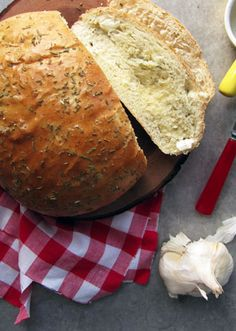 WOW I do not even know how to describe how delicious this garlic- rosemary bread looks! I'm thinking I will HAVE to make 2 loaves | take a mega bite