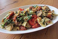 Veganer mediterraner Nudelsalat. Perfekt für Buffets. // Vegan Mediterranean pasta salad Always Hungry, Tortellini, Pasta Salad, Beef, Dining, Chicken, Ethnic Recipes, Food, Buffets