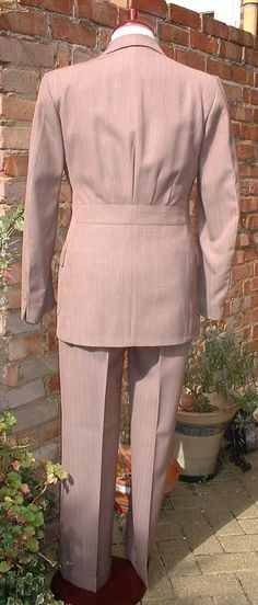 The Thread to Display Your 1930s Suits