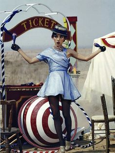 The Look: Lee Hyori for Vogue Korea May Dark Circus, Circus Art, Circus Theme, Halloween Circus, Circus Costume, Creepy Circus, Vogue Korea, Poses, Circus Aesthetic
