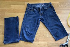 Helles Syskrin: To gamle bukser i ett skjørt Denim Shorts, Jeans, Sewing Patterns, Fashion, Stitching Patterns, Moda, Factory Design Pattern, La Mode, Fasion