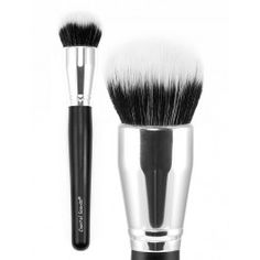 Create a flawless light to medium coverage application effortlessly with our large Buffer Brush. This dense, duo fiber brush is ideal for applying and blending powder or liquid products to your face and body.
