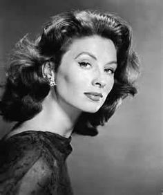 "wehadfacesthen: "" Suzy Parker, Fifties supermodel and actress, 1957 Besides being a favorite model for Richard Avedon, she co-starred with Gary Cooper in Ten North Frederick, with Cary Grant in Kiss. Hollywood Glamour, Classic Hollywood, Old Hollywood, Hollywood Stars, Jean Shrimpton, Jacqueline Bisset, Lauren Hutton, Catherine Deneuve, Classic Actresses"