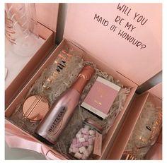 Bridesmaid Gift Boxes, Bridesmaid Proposal Gifts, Personalized Bridesmaid Gifts, Personalised Box, Diy Gift Box, Diy Gifts, Birthday Gifts For Best Friend, Gifts For Friends, Gifts For Wedding Party