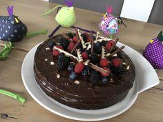 Chocolate Death, ein sehr schönes Rezept aus der Kategorie Kuchen. Bewertungen: 164. Durchschnitt: Ø 4,6. Cherry Cake Recipe, Cake Recipes, Birthday Cake, Chocolate, Desserts, Food, Death, Tv, Cinderella