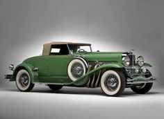 1929 Duesenberg J 142 Convertible Coupé SWB. Beautiful old car with a convertible top and white wall tires with the spare attached to the side. Retro Cars, Vintage Cars, Antique Cars, Bugatti Veyron, Koenigsegg, Ferrari 458, Car Photos, Car Pictures, Rolls Royce