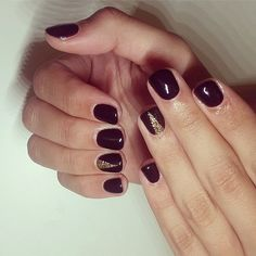 Loving the deep hue and gilded accents of this nail look. Perfect for New Year's Eve.