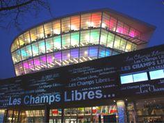 Photo des Champs Libres de nuit