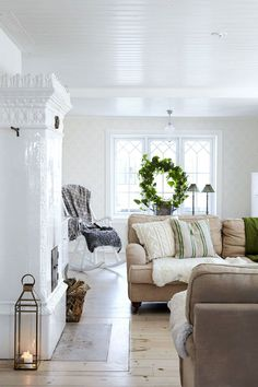 The house has a really homely atmosphere. This house was built in but there is feeling that time has stood still here. Interior Exterior, Interior Design, Swedish Decor, Budget Home Decorating, Home Improvement Loans, Living Spaces, Living Room, Fireplace Mantle, Scandinavian Home