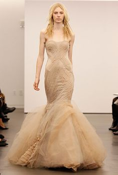 Vera Wang - Fall Strapless nude chiffon and silk mermaid wedding dress with a sweetheart neckline and pleated details, Vera Wang Beige Wedding Dress, Wedding Dress Trends, Fall Wedding Dresses, Wedding Dress Styles, Designer Wedding Dresses, Gold Wedding, Backless Wedding, Autumn Wedding, Wedding Attire