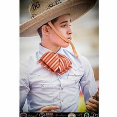 Mexican Rodeo, Mexican Men, Mexican Style, Charro Suit, Vestido Charro, Mexico Culture, Mexicans, Older Men, Cowgirl Style