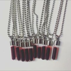 Red Aesthetic, Character Aesthetic, Aesthetic Pictures, Vampire Diaries, Vial Necklace, Accesorios Casual, Laura Lee, Cute Jewelry, Aesthetic Wallpapers