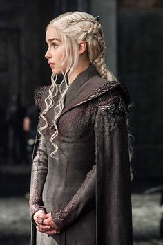 Emilia Clarke ✾ as Daenerys Targaryen season 7 Daenerys Targaryen Season 7, Daenarys Targaryen, Emilia Clarke Daenerys Targaryen, Game Of Throne Daenerys, Danyeres Targaryen, Game Of Thrones Br, Game Of Thrones Costumes, Game Of Thrones Clothing, Jon Snow