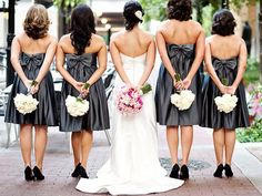 Bride and bridesmaids back holding bouquets - Wedding Photo