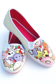 Adorable hand painted shoes new-ideas-for-my-girls-and-me Painted Canvas Shoes, Painted Sneakers, Hand Painted Shoes, Crazy Shoes, Me Too Shoes, Cartoon Shoes, Decorated Shoes, Pretty Shoes, Custom Shoes