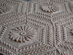 Free pattern for this Gorgeous Vintage Blanket!