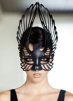 4 colly birds? Black Bird mask (design/cut out)