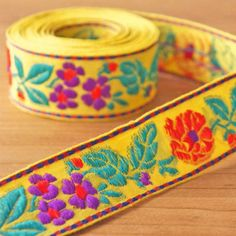"~Bows Ribbon and Lace~ 5cm//2/"" BRIGHT GREEN HIPPY STYLE FLOWER EMBROIDERED BRAID"