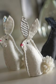 Not long ago I listened to a child read a short essay he had written. He was commenting on Easter and reported that many. Felt Finger Puppets, Hand Puppets, Spring Crafts, Holiday Crafts, Crafts To Make, Crafts For Kids, Sewing Projects, Craft Projects, Felt Bunny