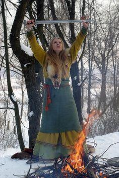 "Arkona Masha ""Scream"" Archipova So this is Slavic viking-era, but I still rly like the vibe. Also the band Arkona :) Costume Viking, Viking Garb, Viking Reenactment, Viking Shield, Viking Warrior, Viking Life, Viking Woman, Images Viking, Black Metal"