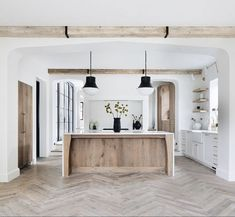 Home is where the heart is Spanish kitchen Some homeowners enjoy the vibrancy of flowers in their ya Home Decor Kitchen, Kitchen Interior, Home Kitchens, Tuscan Kitchens, Barn Kitchen, Küchen Design, Layout Design, Interior Design, Design Trends