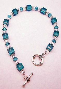 I had one like this and boo broke it! teal-bracelet I had one like this and boo broke it! teal-bracelet Ik had er zo een en boo brak het! Bead Jewellery, Jewelry Making Beads, Bracelet Making, Wire Jewelry, Jewelry Crafts, Beaded Jewelry, Jewelery, Jewelry Bracelets, Jewelry Ideas