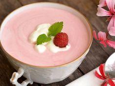 Joghurtos-tejszínes málnaleves Soup Recipes, Cake Recipes, Cooking Recipes, Healthy Desserts, Healthy Recipes, Fruit Soup, Hungarian Recipes, Hungarian Food, Tasty