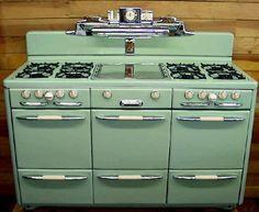 60 Ideas For Kitchen Retro Decor Vintage Stoves Kitchen Stove, Old Kitchen, Kitchen Decor, Kitchen Design, Green Kitchen, 1950s Kitchen, Old Stove, Stove Oven, Cooking Stove