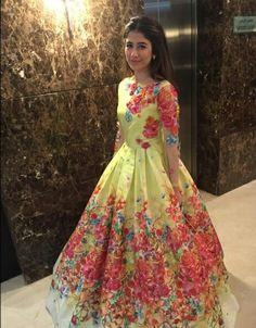 Syra Sheroze wearing Nomi Ansari for 3rd Hum Awards Show