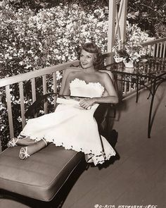 Rita Hayworth Photos Before 1948 Hollywood Icons, Golden Age Of Hollywood, Hollywood Glamour, Classic Hollywood, Old Hollywood, Classic Actresses, Beautiful Actresses, Actors & Actresses, Classic Movies
