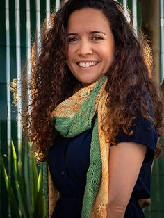 Pin Parasol | Au Fil du TricotNouveau Patron de #tricot#châleNew Pattern to #knit, your new summer #shawl Version Francaise, Parasol, Pin, Sari, Fashion, Dreadlocks, How To Knit, Tricot Facile, Saree