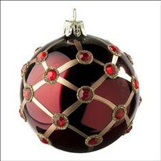 Boule rubis rouge D 8cm. Pour un sapin séduisant, à découvrir dans votre magasin TRUFFAUT.
