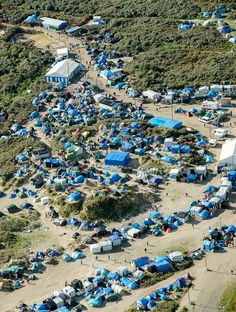 "An aerial picture taken on October 8, 2015 shows the ""New Jungle"" migrants camp where some 3,500 people live while they attempt to enter Britain, near the port of Calais, northern France. © Denis Charlet"